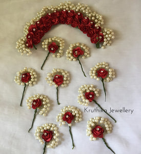 Veni with hair brooches