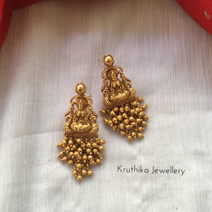Cluster beads Lakshmi Devi earrings E107