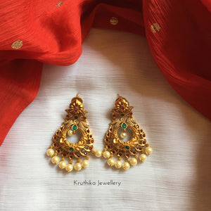 Matte pearl drop chandbalis