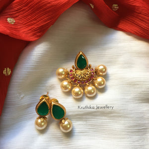 Emerald pearl pendant set