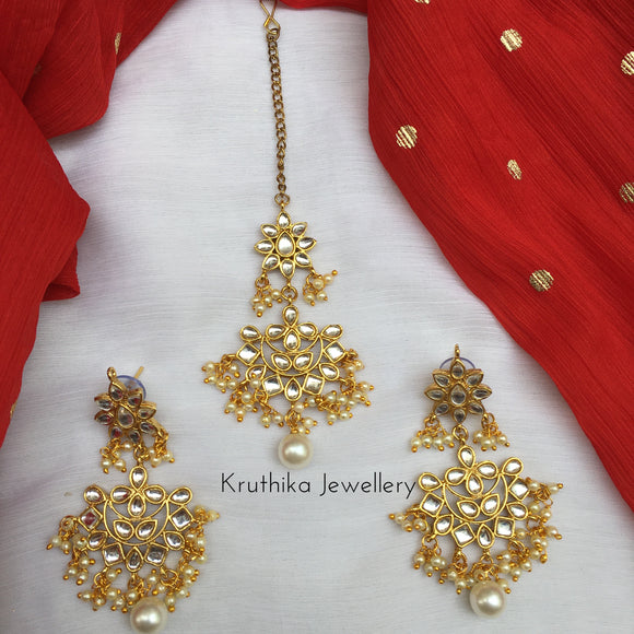 Kundan earrings maang tika set