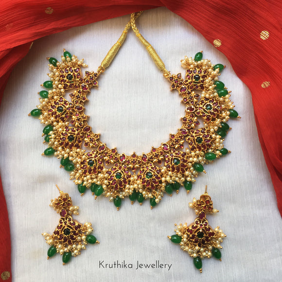 Grand hand setting kempu necklace green bead drops NC180