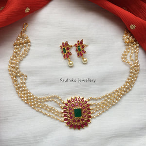 Pearl choker with ruby green pendant