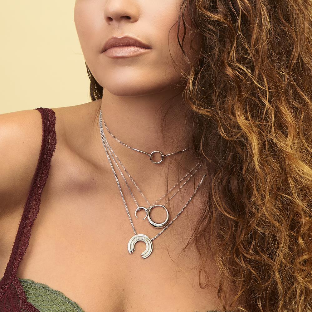 Achara Open Circle Ribbed Necklace