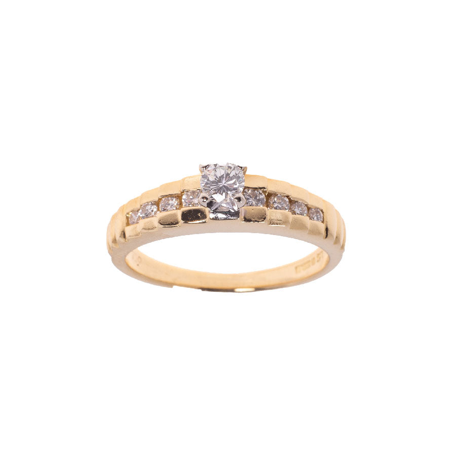 Pre-Owned 18ct Gold Diamond Stepped Shoulders Ring