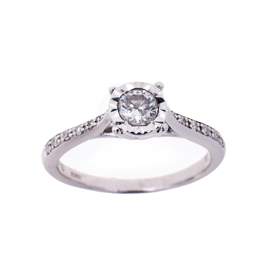 Pre-Owned 9ct White Gold Illusion Set Diamond Ring