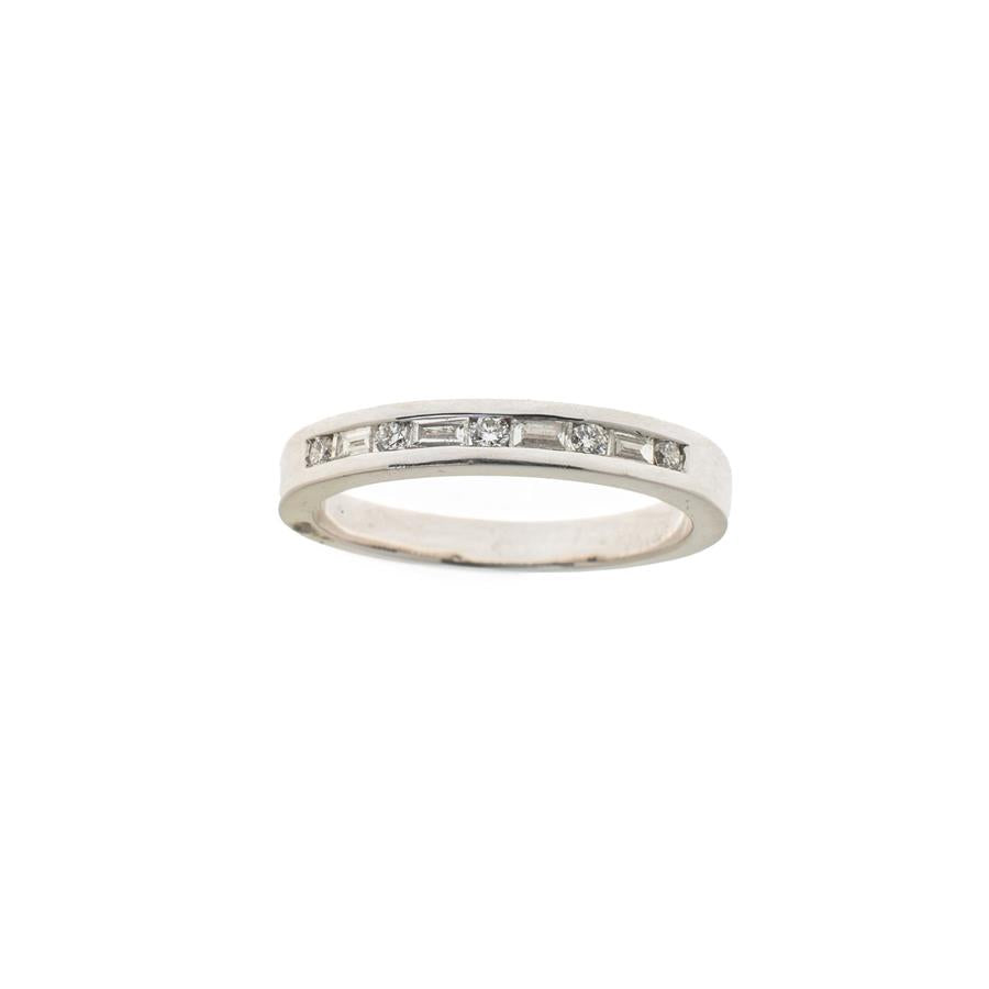 Pre-Owned White Gold Round/Baguette Diamond Ring