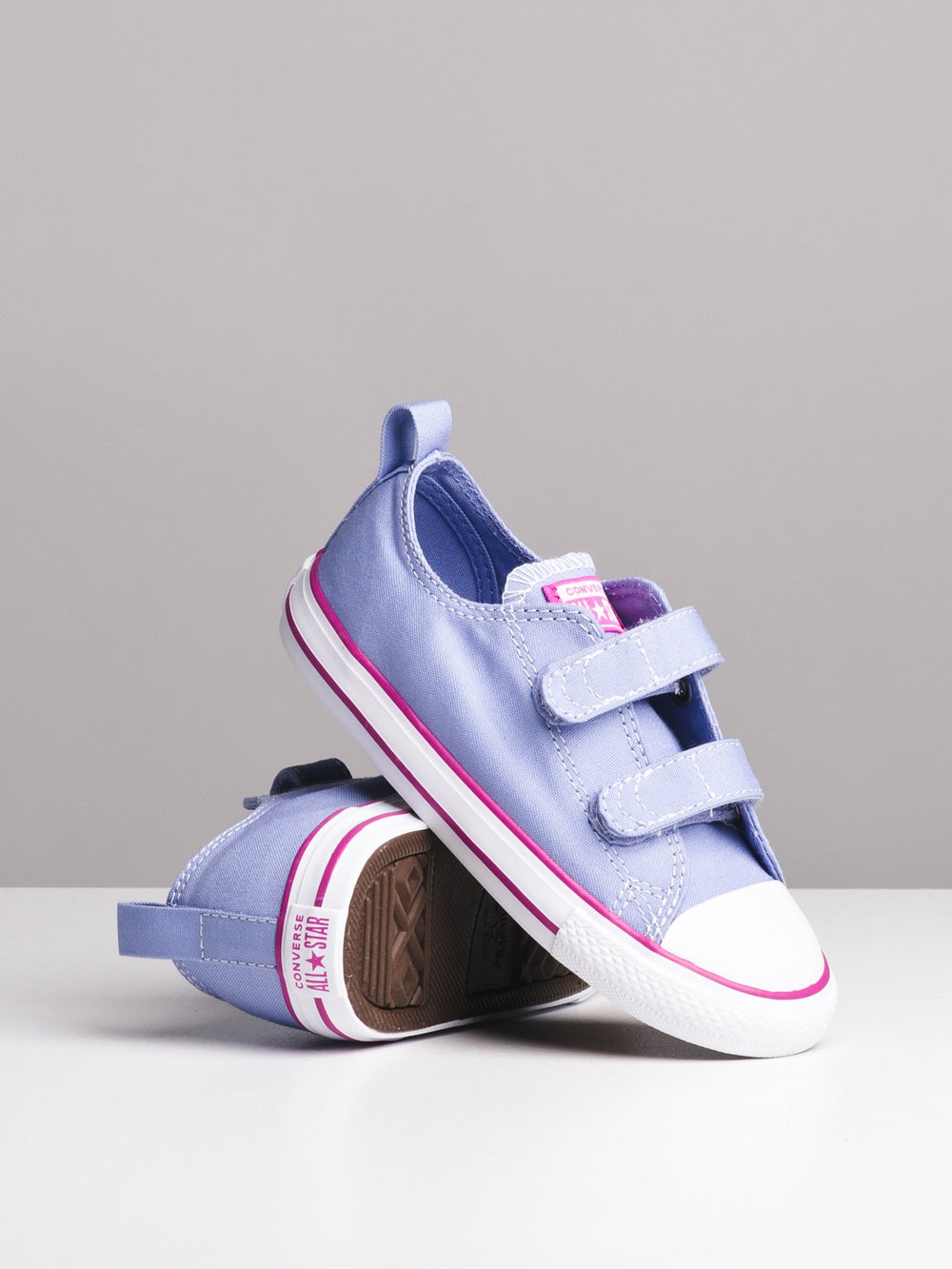 KIDS CHUCK TAYLOR ALL STARS 2V OX - CLEARANCE