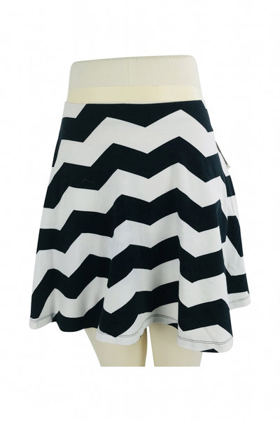 Express, Women's White And Black Chevron Print Skirt - Size: S (Regular)