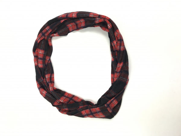 No Boundaries, Women's Black And Red Scarf - Size: One Size (Regular)