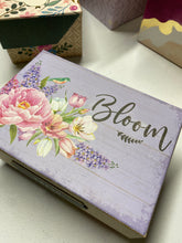 Mother's Day Gift Box Varied Quotes