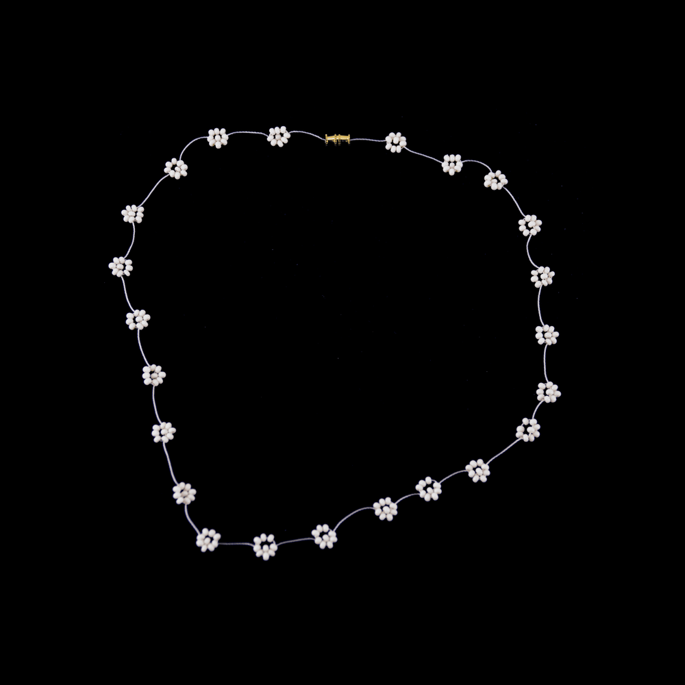 Daisy Chain Necklace in Crema