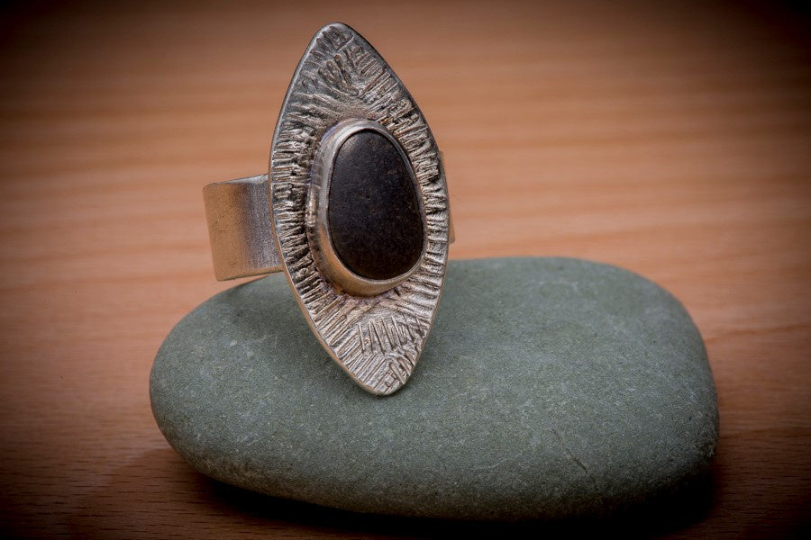 Tapered Oval Ring w Beach stone