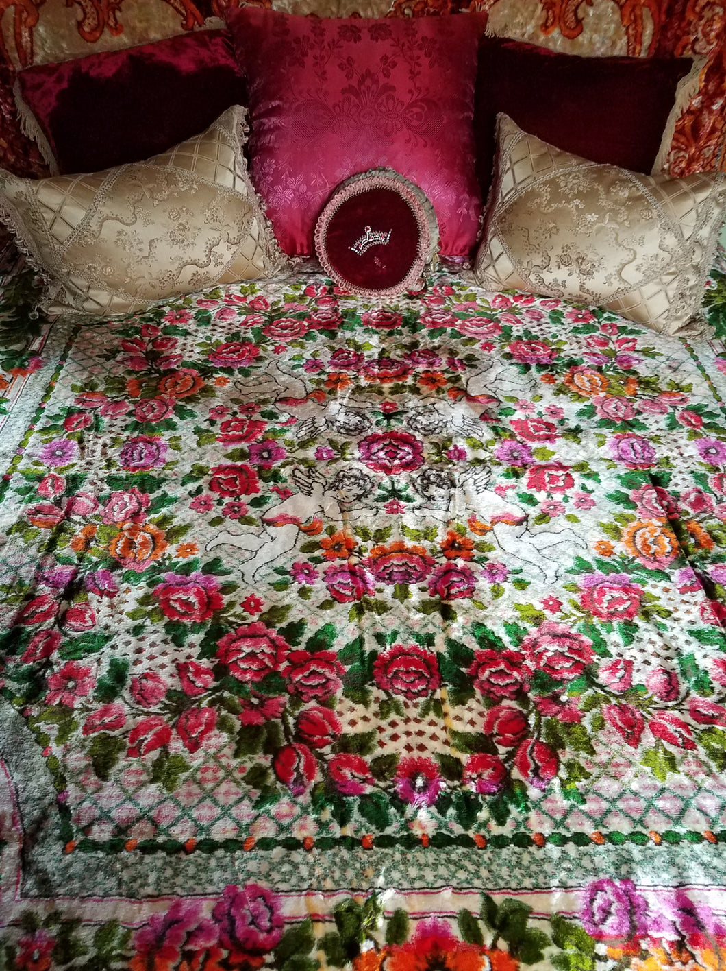 Itlaian Velvet Bedspread, Mint Condition, 86