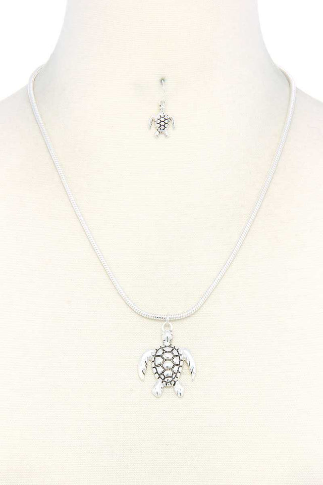 Sea Turtle Pendent Necklace [chicberri]