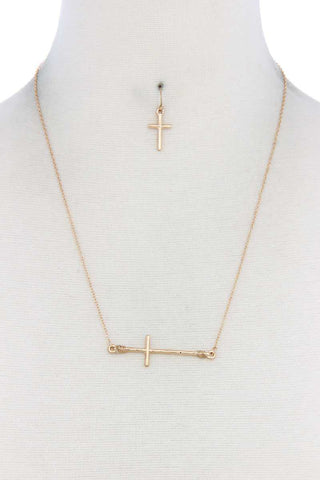 Metal Cross Charm Necklace [chicberri]