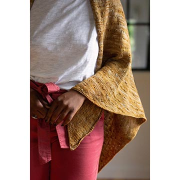 woman wearing the Matilija shawl in Manos Fino