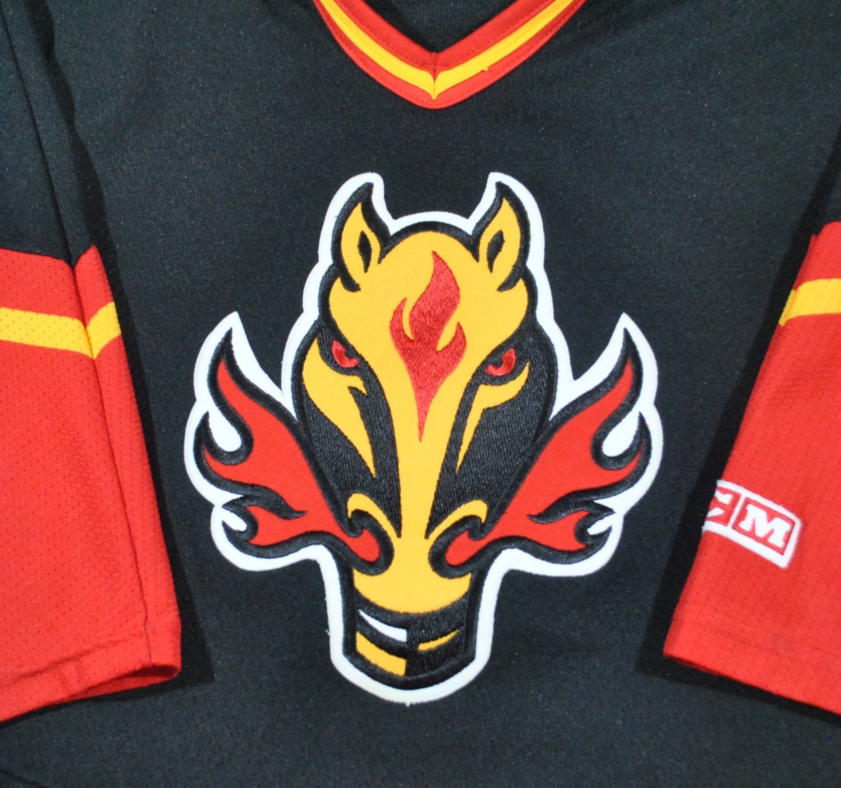 online retailer 2fb32 23dbc Vintage Calgary Flames Jersey Size Youth Large