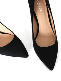 Top view of pointed toe black pumps