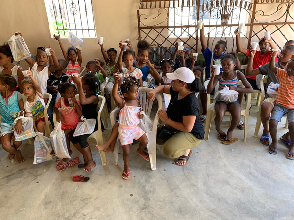 Donating to children in the Dominican Republic