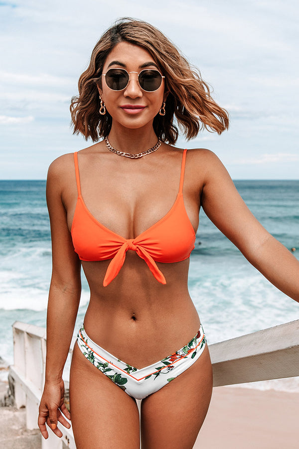 Geknotetes Bikini-Oberteil in Orange