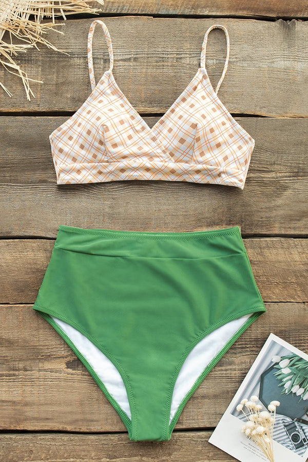 Gelber Plaid Bikini mit grüne High-Waited Hose