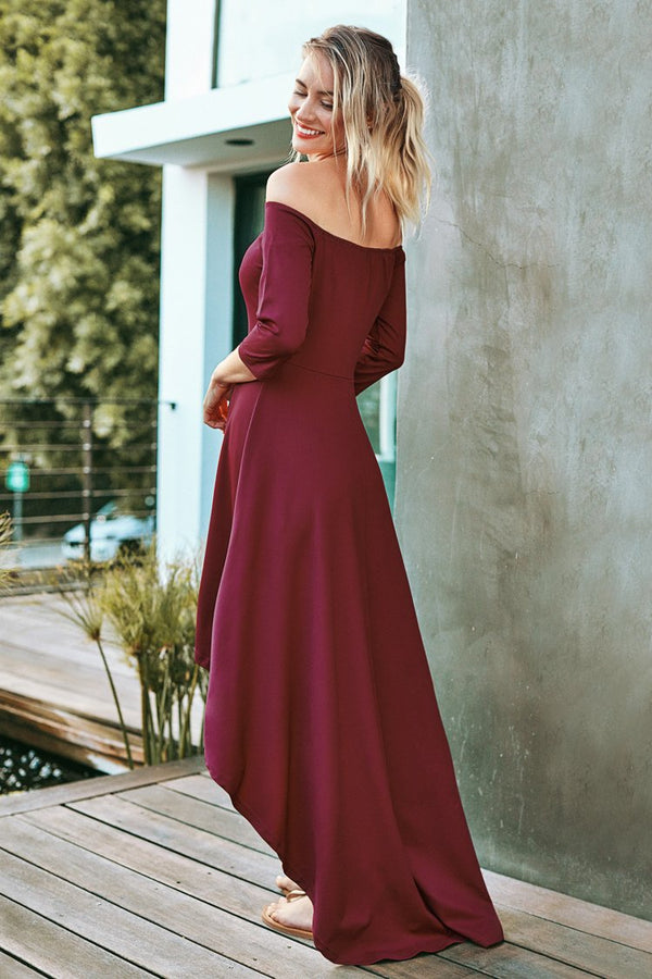 Rotes schulterfreies High-Low-Kleid