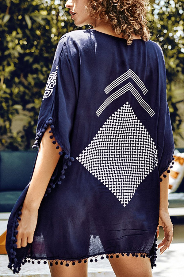 Geometrische Cover Up mit Pom-Pom Trimm