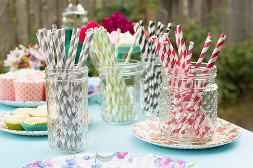 Add pops of color to your pop with our selection of paper straws ... perfect for sipping or even for crafting! Mason jars and patterned melamine serving plates sold separately.