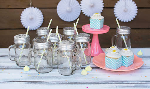Perfect setting for the perfect party! Mason jar mugs and melamine party ware (sold separately) make party planning a breeze!