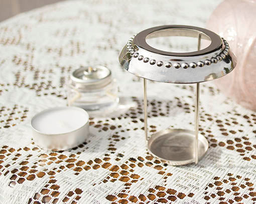The convenient metal insert both protects the glass lip of the holder, as well as allows easy access to tea light candles.