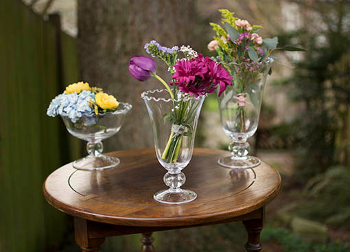 Take advantage of the full variety of ruffled rim glassware, differing height elevations for dramatic impact.