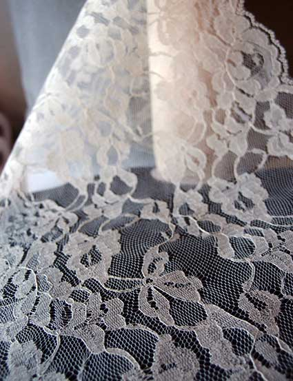 Ivory Chantilly Lace Runner