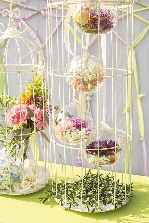 Hang stunning, floating florals in your birdcages using our glass orbs hung with ribbon from the top of the cage.