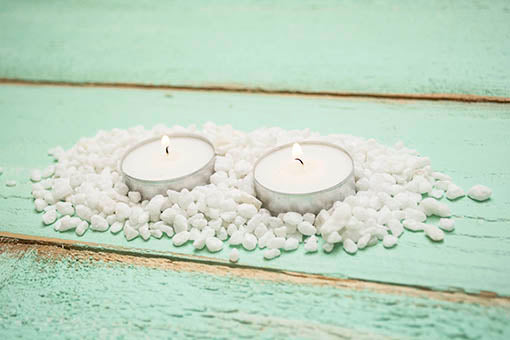 Think outside the vase by using this filler as table scatter or as a loose centerpiece! Shown here with our tea lights, sold separately.