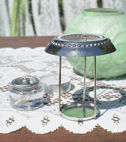 The decorative metal rim on this convenient insert protects the glass lip of the holder, and allows easy access to tea light candles.