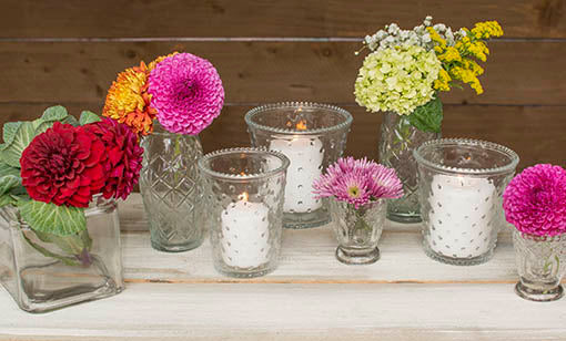 Combine this vase with our other clear glass decor and bright floral arrangements for a shabby inspired event!