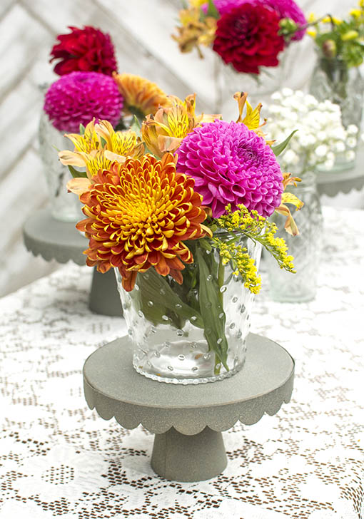 Highlight your floral bouquets by placing this shabby styled vase on top of our galvanized metal cake stand.