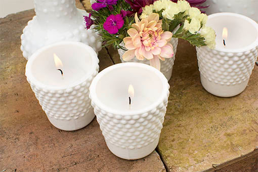 Our bubbly designed decor holds most tea lights and is perfect for small floral arrangements.