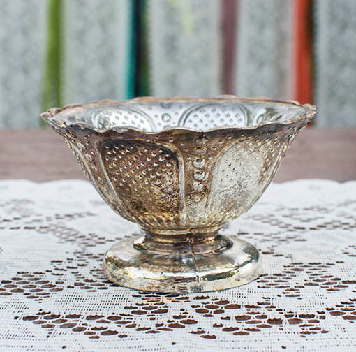 The weathered, patinated finish of these silvered glass bowls are perfect for vintage, rustic or luxury weddings and events.