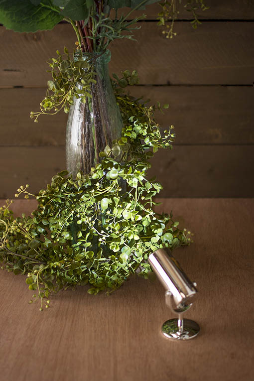 Use these table top spotlights to highlight floral arrangements and foliage!