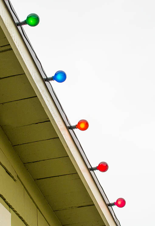 Our multicolored string light set can easily attach to most metal surfaces with its magnetic socket attachment.