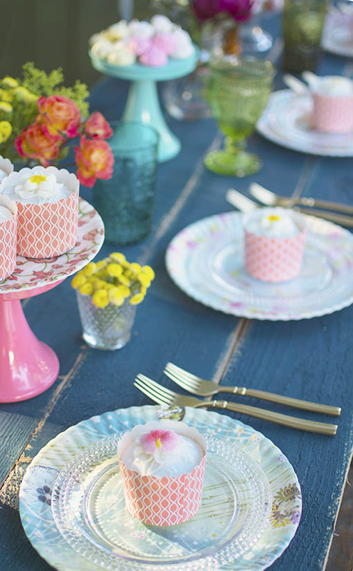 Combine these vintage Parisian inspired botanic plates with other sizes and styles of plates and dessert stands (sold separately) to bring a lively palette to your event tables!