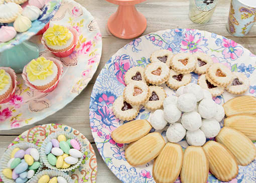 Display sweets and treats on these melamine platters and pair them with our Parisian inspired wallpaper plates for a vintage inspired elegance!