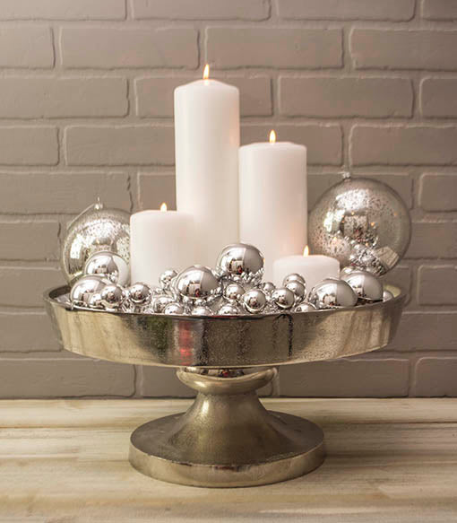 Create a glistening centerpiece by pairing our silver floral picks alongside white pillar candles in our silver cake stand.