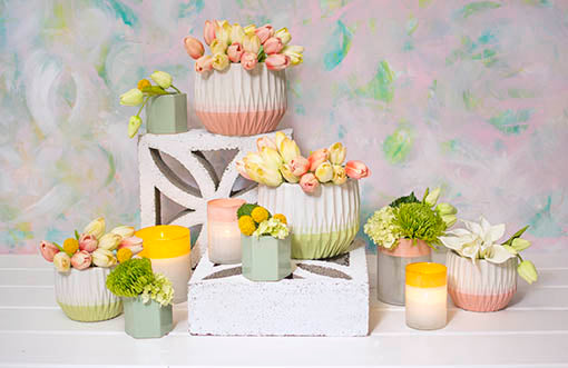 Create romantic garden displays in your wedding or event with this semitranslucent set combined with our geometric planter pots and hexagonal vases. Add decorative floral arrangements and votive candles to brighten the scene.