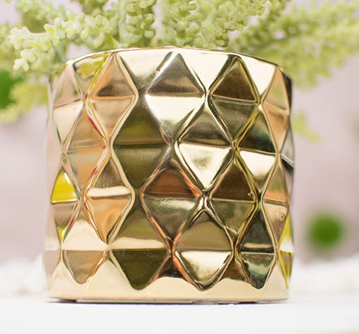 Arrange this vessel alongside our other faceted vases and terrariums for a geometric styled wedding.