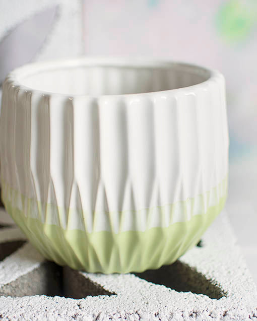 This 5.5 inch tall ribbed planter pot has a 7 inch diameter, perfect for large centerpiece displays and bouquets.