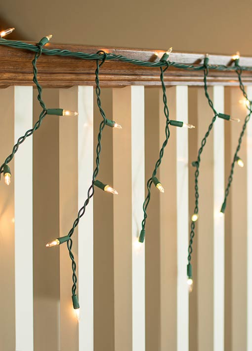 This green wire shines with 150 incandescent mini bulbs that cascade 10-14 inches off of the main wire.