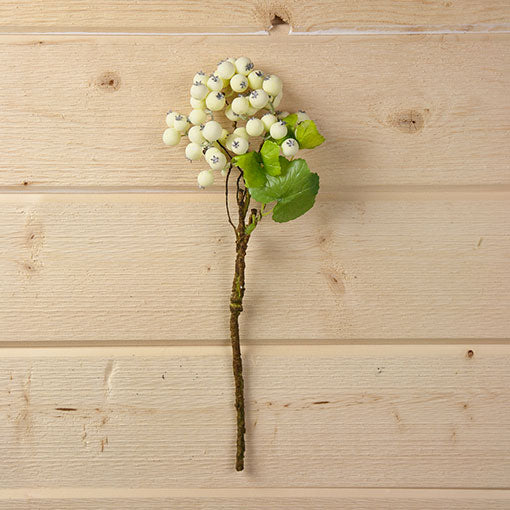 This lifelike stem will stay forever in bloom and is ideal for venues and restaurants that need foliage and decor that lasts year round.